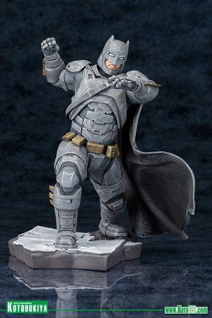 BATMAN v SUPERMAN: DAWN OF JUSTICE MOVIE BATMAN ARTFX+ STATUE