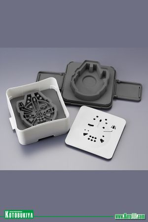 STAR WARS MILLENNIUM FALCON SANDWICH SHAPER